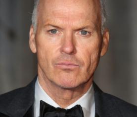 """Michael Keaton si rivolge a una platea di studenti dichiarando """"I'm Batman"""""""
